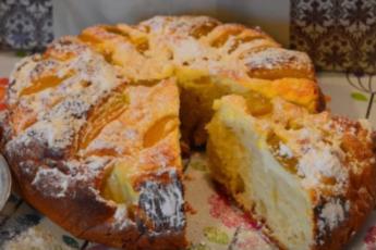 Пирог получается очень вкусным, воздушным и легким как пушинка!