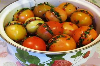 Рецепт обалденных квашеных бурых помидор 1