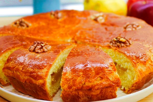 Сдобный пирог с яблоками, который впечатлит гостей 1