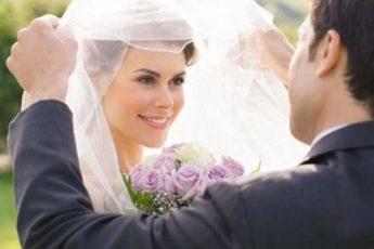 Продавщице стало жаль замерзшего незнакомца, а уже через месяц она стала супругой миллионера 1