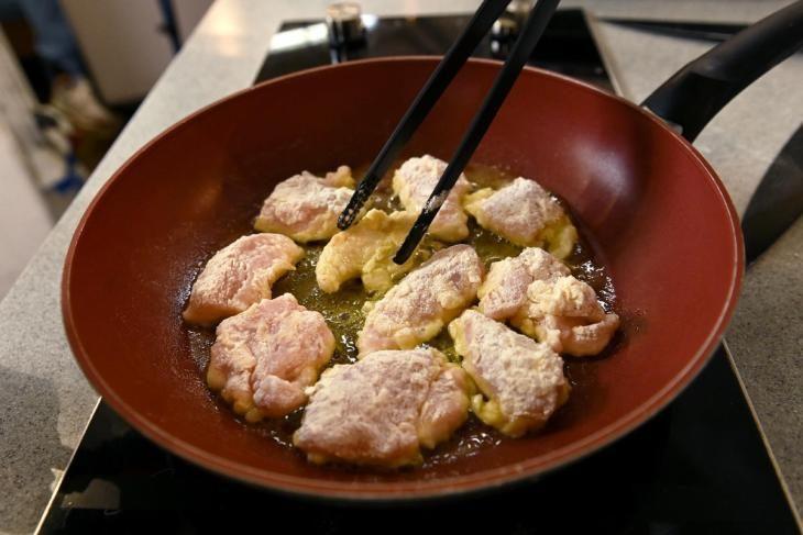 ideal-nyy-obed-dlya-rebenka-kurinye-naggetsy-s-ovoschami-i-tosty-s-avokado-i-domashnim-mayonezom-4-4044355