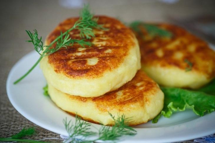 kak-prigotovit-zrazy-kartofel-nye-s-farshem-9-9895387
