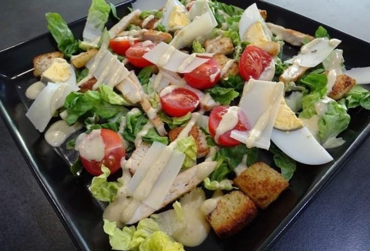 osobennosti-prigotovleniya-salata-cezar-s-kuricey-12-6454276