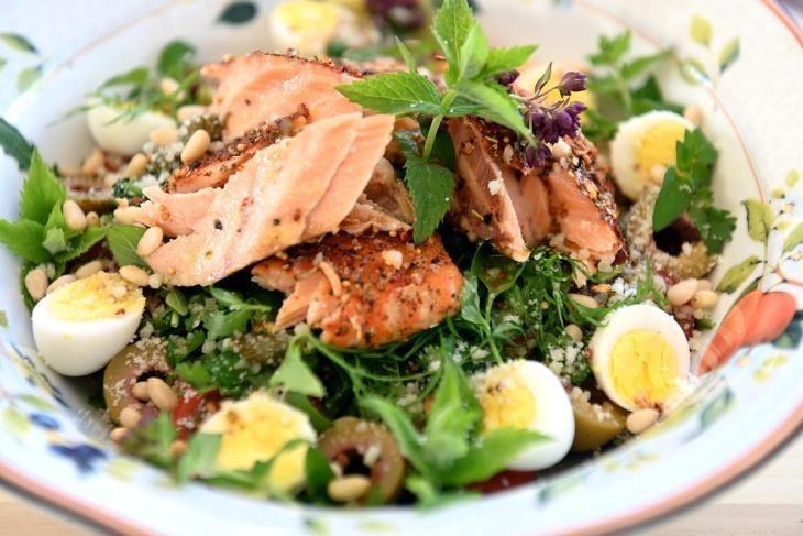 salat-s-kopchenym-lososem-raskryvaem-sekret-appetitnoy-zapravki-1-4142893