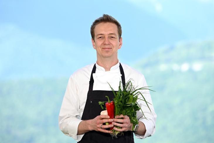 salat-s-kopchenym-lososem-raskryvaem-sekret-appetitnoy-zapravki-2-9797805