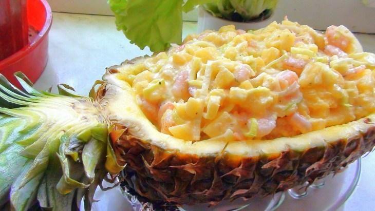 salat-s-krevetkami-v-ananase-superpodacha-prosto-i-ochen-vkusno-krasivo-i-naryadno-1-3531808