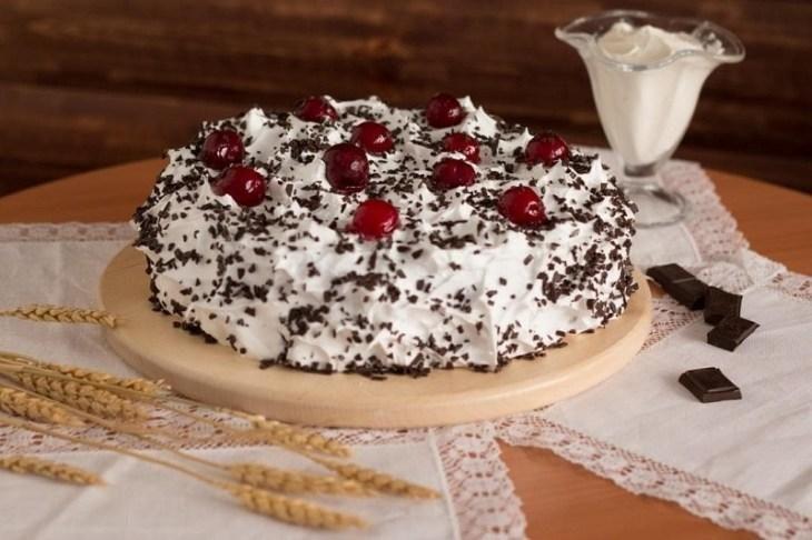 tri-recepta-torta-s-vishnyami-na-lyuboy-sluchay-ot-prazdnika-do-prostogo-chaepitiya-4-3609425