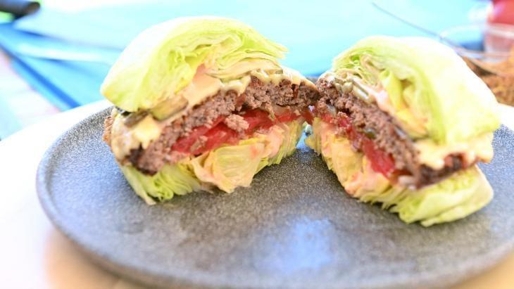 zozh-burger-prosto-zamenite-bulochku-na-salat-1-8705692