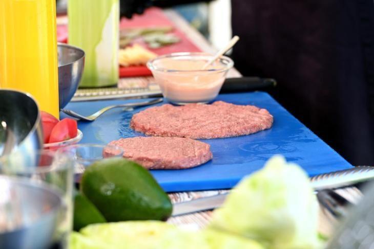 zozh-burger-prosto-zamenite-bulochku-na-salat-5-8715983