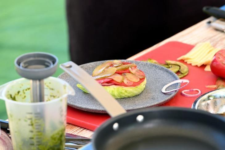 zozh-burger-prosto-zamenite-bulochku-na-salat-7-1876266